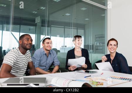 Kollegen bei kreativen treffen Planung - Stockfoto