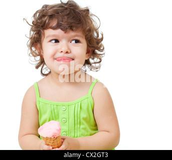 kleines Mädchen mit Eis im Studio isoliert - Stockfoto