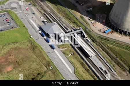 Luftaufnahme von East Midlands Parkway Bus und Bahnhof interchange - Stockfoto