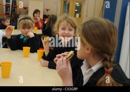 Schule Abendessen Kantine Schule mittags - Stockfoto