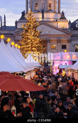 Winterzauber, Weihnachtszauber, Weihnachtsmarkt am Gendarmenmarkt quadratisch, Deutscher Dom Kathedrale, Berlin, - Stockfoto