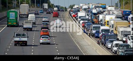Ruhenden Verkehr festgefahrene auf vier Fahrspuren der M25 moto - Stockfoto