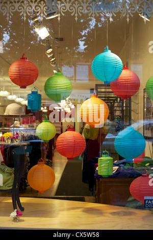 Bunte Luftballons in einem Geschäft an Old Strathcona, Edmonton, Kanada - Stockfoto