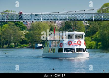 Auch Lady Diana vorbei unter Queens Park-Brücke über den Fluss Dee, die Haine, Chester, Cheshire, England, Vereinigtes - Stockfoto