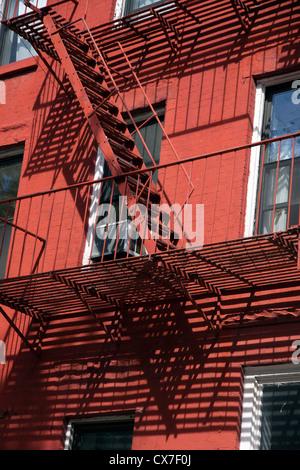 Feuer, Flucht, Mehrfamilienhaus, Brooklyn-New York-USA - Stockfoto
