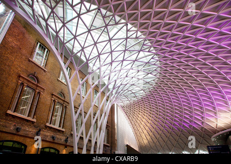 Westlichen Zusammentreffen der Kings Cross Station, London, England, Vereinigtes Königreich, Europa - Stockfoto