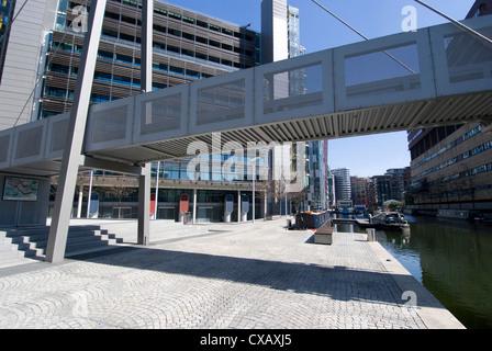 Die neue architektonische Entwicklung neben Paddington Basin, Teil des Regent es Canal, London W2, England, Vereinigtes - Stockfoto