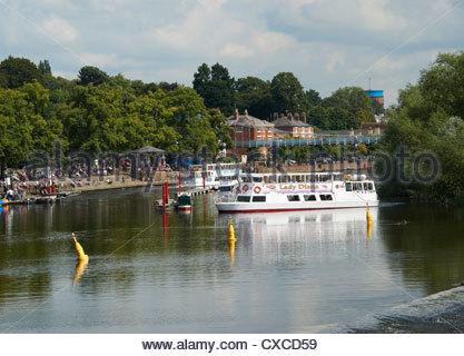 Fluss-Boote auf dem Fluss Dee, Chester, North West England - Stockfoto