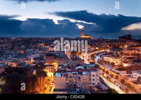 Blick über die Stadt mit der Hassan II Moschee, die drittgrößte Moschee der Welt in der Bakcground, Casablanca, - Stockfoto