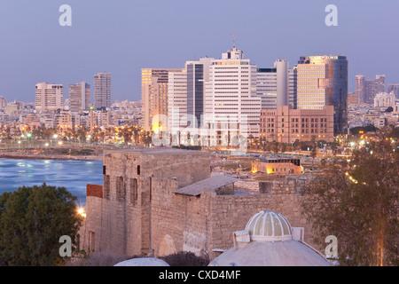 Innenstadt von Gebäuden gesehen von HaPisgah Gardens Park, Tel Aviv, Israel, Nahost - Stockfoto