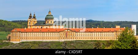 Melk Abbey ist ein österreichischer Benediktiner-Abtei und eines der weltweit berühmtesten klösterliche Sehenswürdigkeiten - Stockfoto