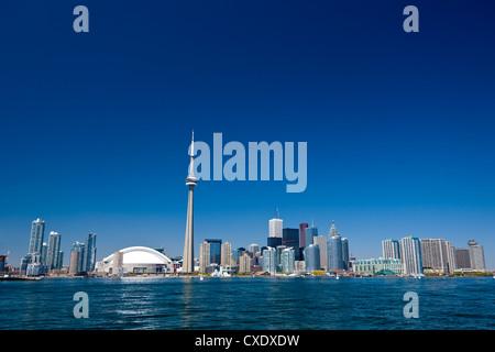 Skyline der Stadt zeigt der CN Tower in Toronto, Ontario, Kanada, Nordamerika - Stockfoto