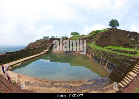 Royal Pool Baden, Felsenfestung Sigiriya Löwe, 5. Jahrhundert n. Chr., UNESCO-Weltkulturerbe, Sigiriya, Sri Lanka, - Stockfoto