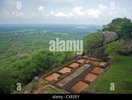 Blick vom Gipfel des Lion-Felsenfestung Sigiriya, 5. Jahrhundert n. Chr., UNESCO-Weltkulturerbe, Sigiriya, Sri Lanka, - Stockfoto
