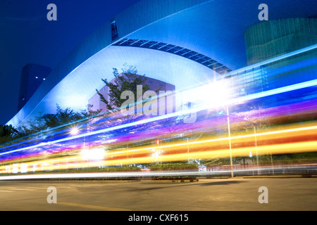 Lichtspuren auf der Straße - Stockfoto