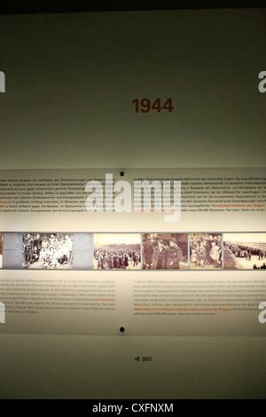 Ausstellung im Inneren der jüdischen Holocaust-Gedenkstätte in Berlin Deutschland - Stockfoto