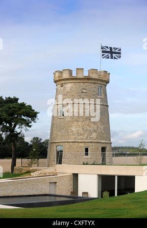Der Runde Turm, einer Immobilienentwicklung in der Nähe von Cirencester Einbeziehung moderne unterirdische Wohnfläche, - Stockfoto