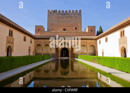 Patio de Los Mapuches (Gerichtshof der Myrten) in La Alhambra, Granada, Spanien - Stockfoto