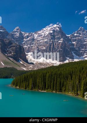 ALBERTA, Kanada - Moraine Lake, ein Gletschersee im Banff National Park. - Stockfoto