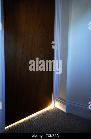 Ein Öko-Haus in Somerset UK mit einer Wärmepumpe und Wärmerückgewinnung Lüftung - die Lücken unter den Türen sollen - Stockfoto