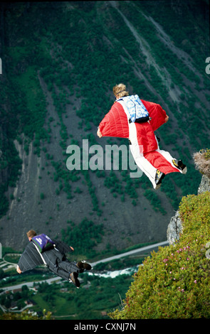 Wingsuit BASE jumping in Norwegen - Stockfoto