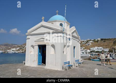 Kleine Kapelle am Wasser, Chora, Mykonos, Cyclades, South Aegean Region, Griechenland - Stockfoto