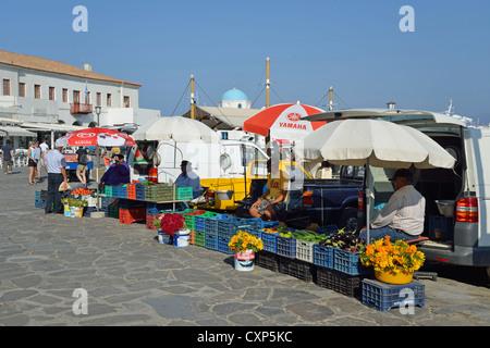 Marktstand an Strandpromenade, Chora, Mykonos, Cyclades, Süd Ägäis, Griechenland - Stockfoto