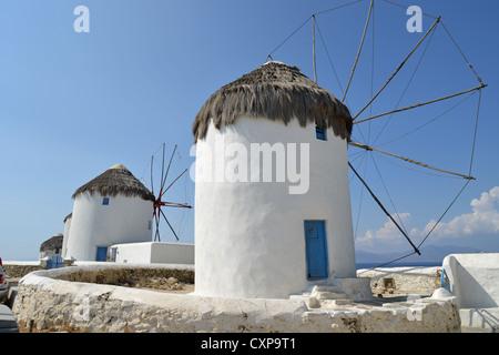16. Jahrhundert Windmühlen, Chora, Mykonos, Cyclades, Süd Ägäis, Griechenland - Stockfoto
