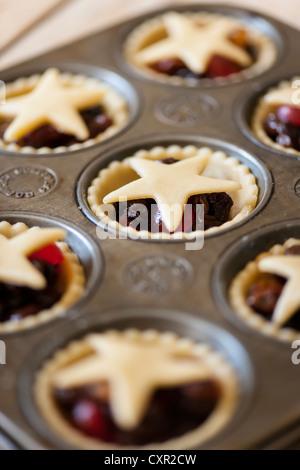 Mince Pies in ein Backblech - Stockfoto