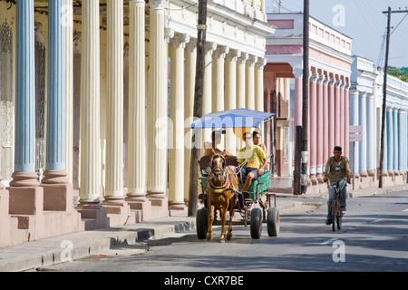 Pferdewagen am Paseo del Prado Straße, Cienfuegos, Kuba, Mittelamerika - Stockfoto