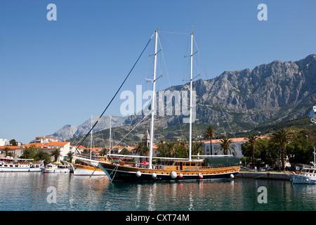 Hafen von Makarska, Makarska Riviera, Dalmatien, Kroatien, Europa - Stockfoto