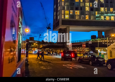 New York City, NY, USA, Straßenszenen, Nacht, im Meatpacking District, Manhattan, in der Nähe von Standard Hotel - Stockfoto