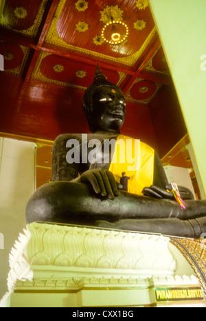 Alten Bangkok Juli-2000 (digital Folie Konvertierung) Big Buddha im Wat phanan choeng Ayutthaya nr in Bangkok, Thailand - Stockfoto