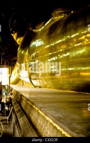 Alten Bangkok Juli-2000 (digital Folie Konvertierung) liegend, liegend, Buddha im Wat Phoo Tempel in Bangkok, Thailand - Stockfoto