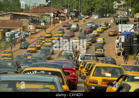Statische Verkehr in Yaoundé, der Hauptstadt von Kamerun, Zentralafrika, Ostafrika - Stockfoto
