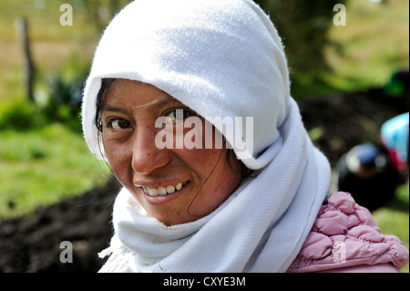 Junge Frau, Porträt, Moras Gemeinschaft, Paroquia Cangahua, Kanton Cayambe, Pichincha Provinz, Ecuador, Südamerika - Stockfoto