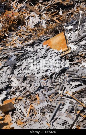 Sortierte weiß und rostigem Metall-Klammern an Schrott-Metall-recycling-Schrottplatz, Quebec, Kanada - Stockfoto