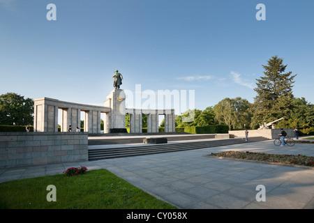 Sowjetische Ehrenmal, gröberen Tiergarten, Straße des 17. Juni. Juni-Straße, Stadtteil Tiergarten, Berlin - Stockfoto