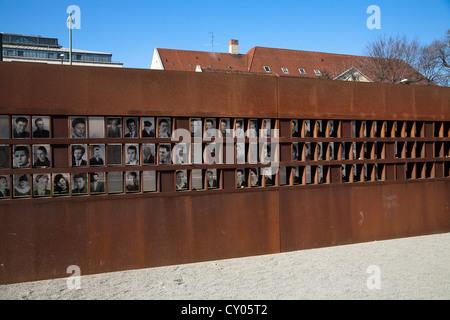 Fotos der Opfer der Mauer, die Gedenkstätte Berliner Mauer, Bernauer Straße Straße Mitte Viertel, Berlin - Stockfoto