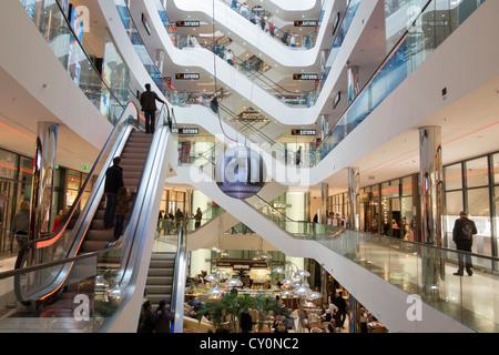 sevens shopping center an der k nigsallee ein einkaufszentrum in der innenstadt d sseldorf. Black Bedroom Furniture Sets. Home Design Ideas