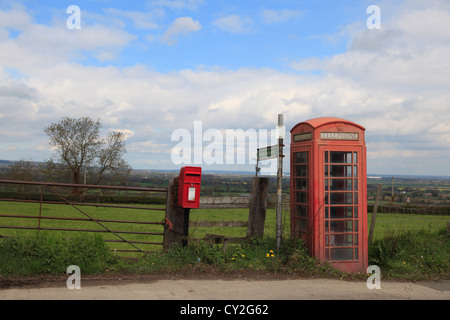 fu weg zu unterzeichnen auf der landstra e in der n he von grately hampshire uk stockfoto. Black Bedroom Furniture Sets. Home Design Ideas