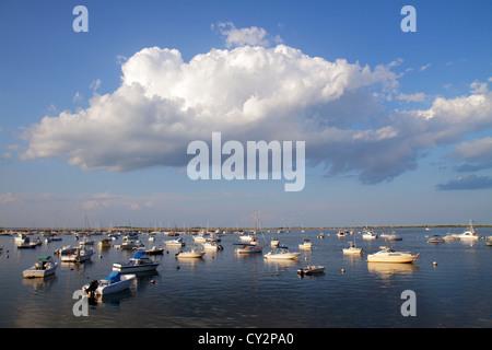Massachusetts Plymouth Plymouth Bay Harbor Water Street Jachten verankert Boote vertäut Wolke Himmel - Stockfoto