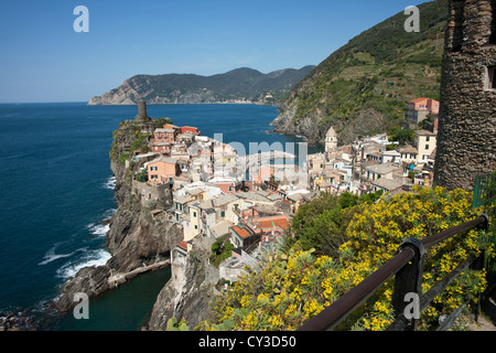Cinque Terre Dorf auf Küsten, Vernazza. - Stockfoto