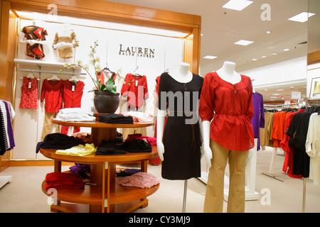 ... Lauren R  Rhode Island Providence Providence Place Mall Shopping  Kaufhaus Macy s Retail Display für Bekleidung Mode Verkauf - 2af07dc75f