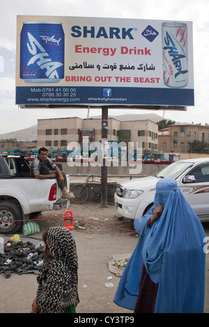 Werbung für Energie Getränke in Kabul Stockfoto, Bild: 51101730 - Alamy