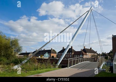 Fuß- und Radbrücke Fußgängerbrücke (2011 eröffnet) über River Foss York North Yorkshire England Großbritannien GB - Stockfoto