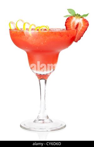 Frozen Strawberry Daiquiri Alkohol cocktail. Isoliert auf weißem Hintergrund - Stockfoto