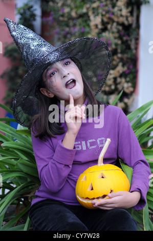 Mädchen auf der Halloween-Zeit - Stockfoto