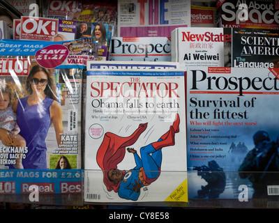 Spectator Zeitschrift cover' Obama fällt zur Erde' auf eine Oktober 2012 Ausgabe angezeigt am Zeitungskiosk WH Smith - Stockfoto