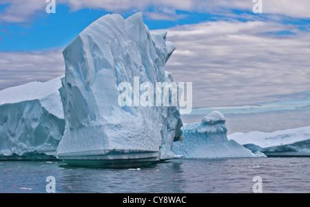 Eisberge in Lemaire-Kanal/Pleneau Island, antarktische Halbinsel - Stockfoto